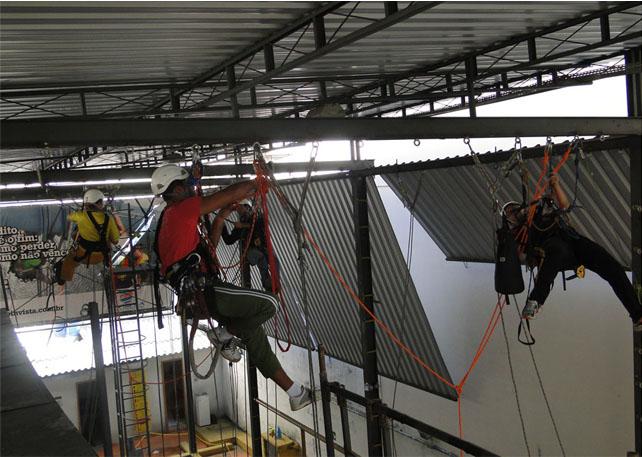 Alpinistas certificados ainda são minoria na indústria e construção civil