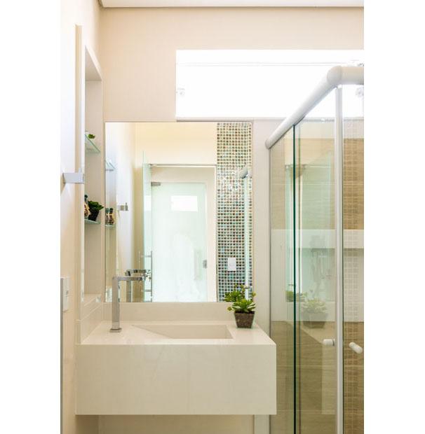 A arquiteta Paola Cimarelli Landgraf indica os revestimentos ideias para banheiros