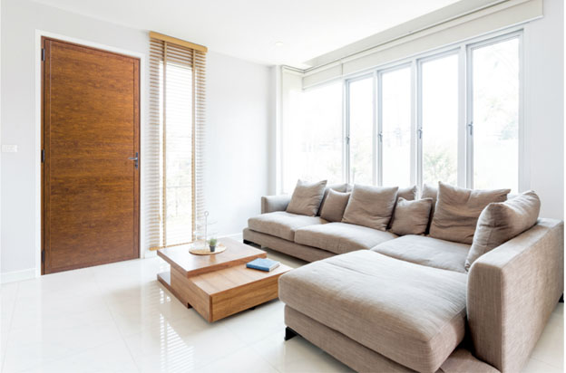 Astra lança porta que alia beleza da madeira à durabilidade do alumínio