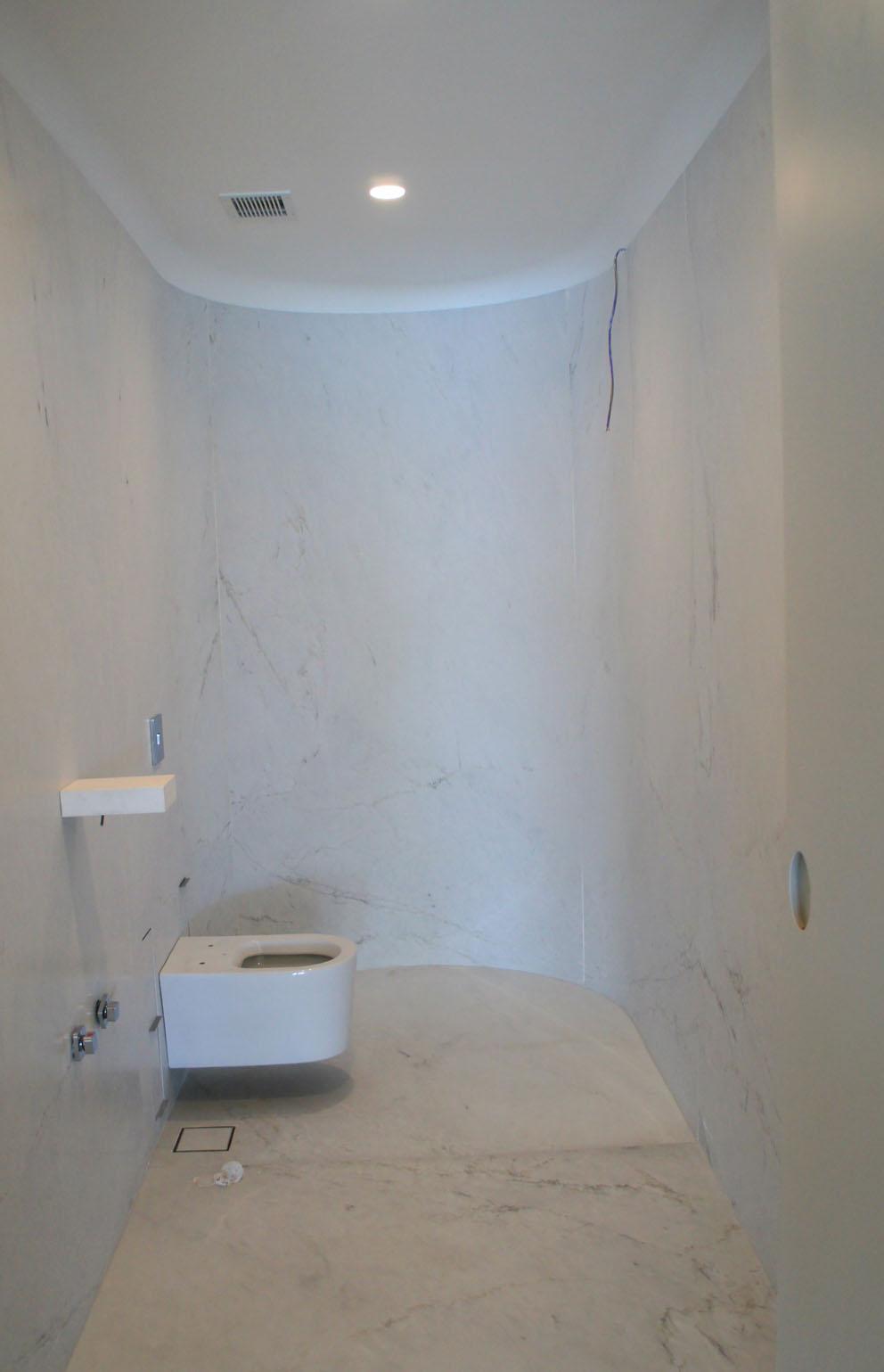 Apartamento no Rio conta com técnica de flexão de mármore