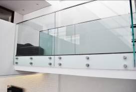 Ideia Glass oferece solução com visual leve e segurança para aparadores e painéis