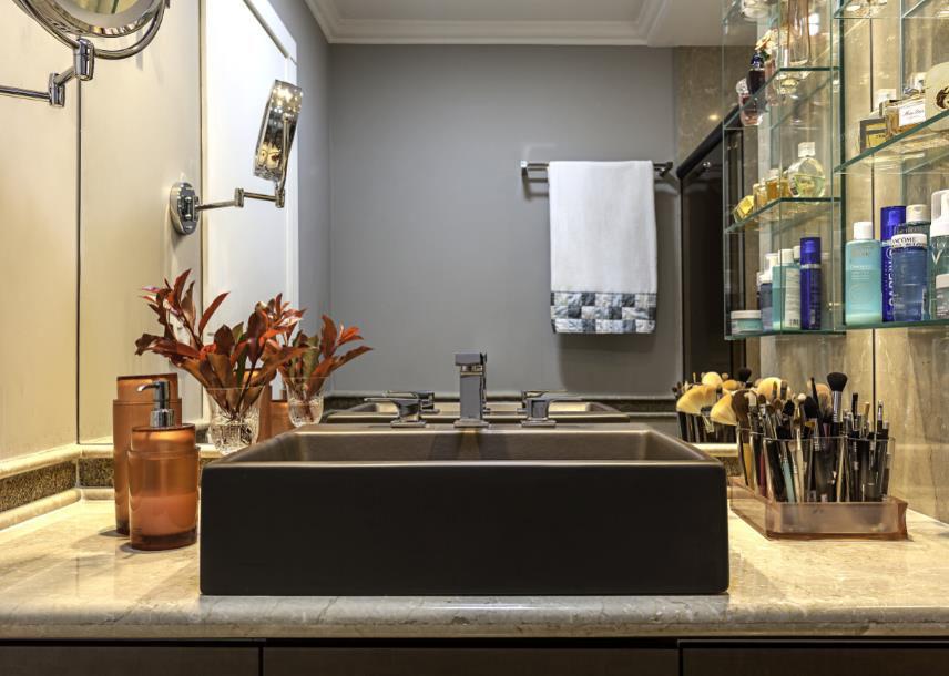 Arquiteta Cristiane Schiavoni dá dicas de como usar cores em banheiros e lavabos