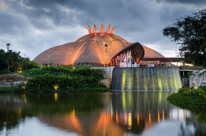 Chega ao Brasil telhado de palha sintética reciclável, não inflamável e à prova d'água